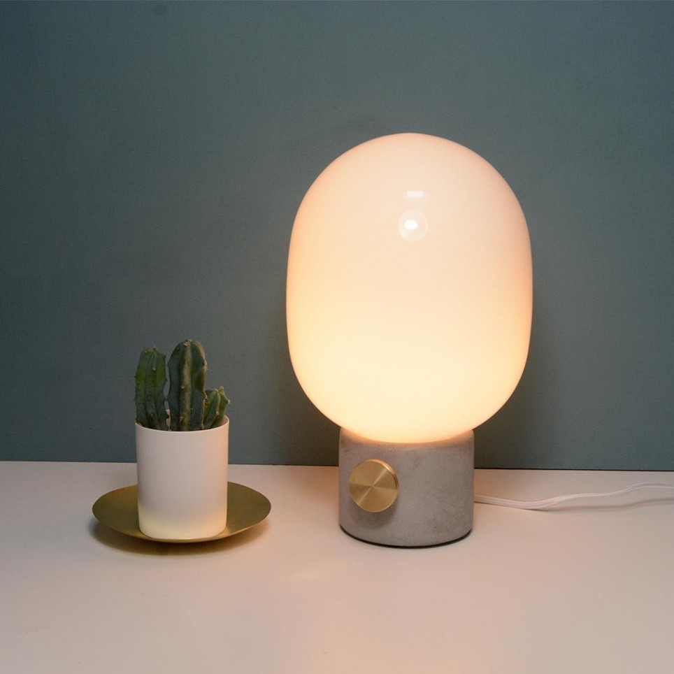 Lampe poser design jwda concrete lamp de menu for Lampe halogene a poser